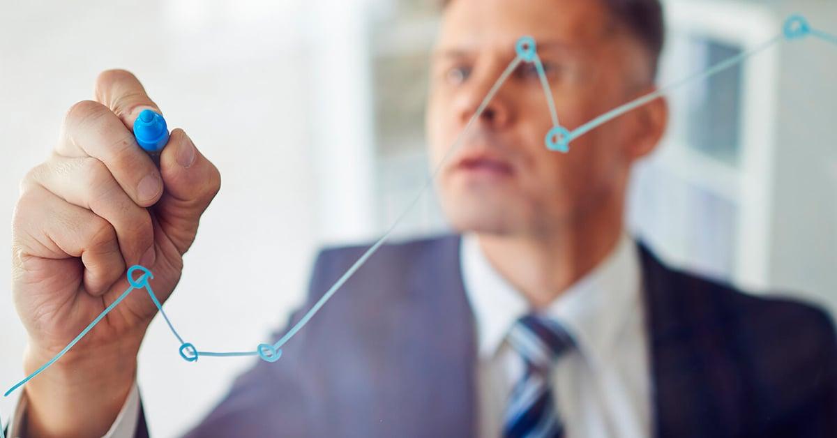 Decisiones capitales: ¿invertir o emprender? Pros y cons.
